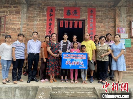图为捐款现场。容县县委统战部供图