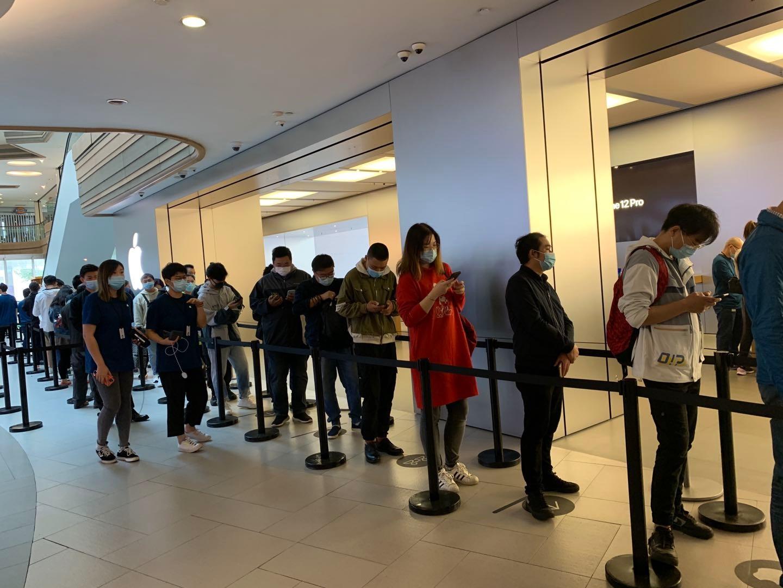 iPhone12在华开卖首日热度不减 有黄牛加价收_图1-1