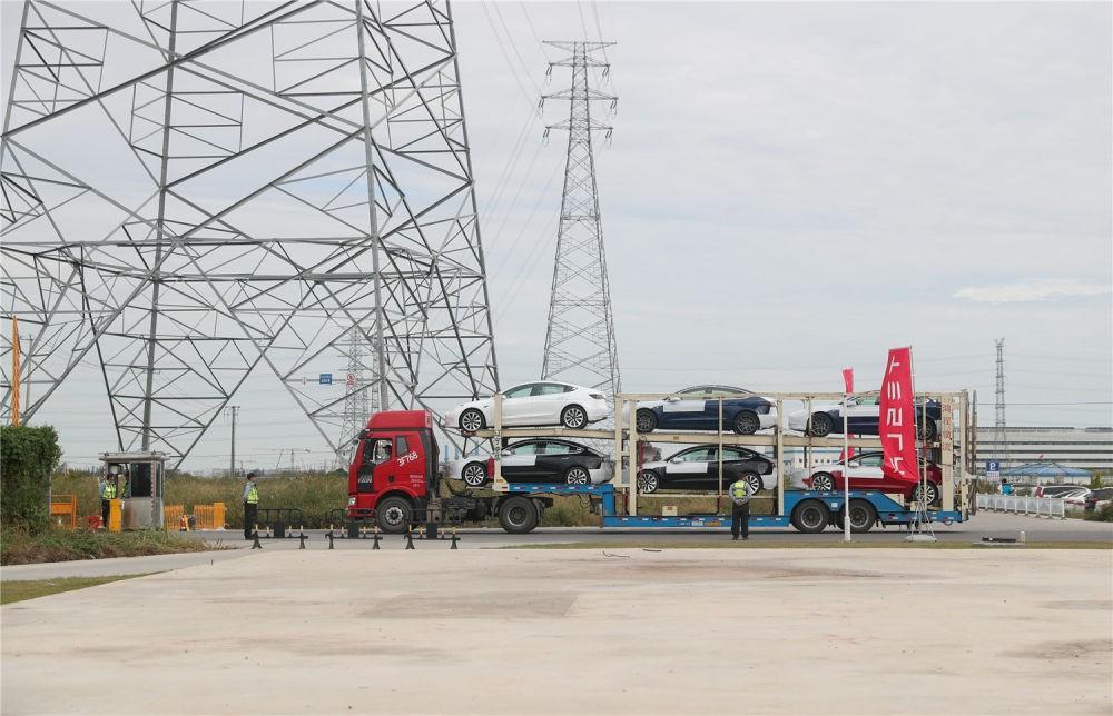 中国制造特斯拉首次启程出口欧洲_图1-3