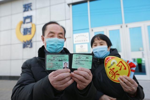 中国首批、北京首位70岁以上学员取得驾驶证_图1-1