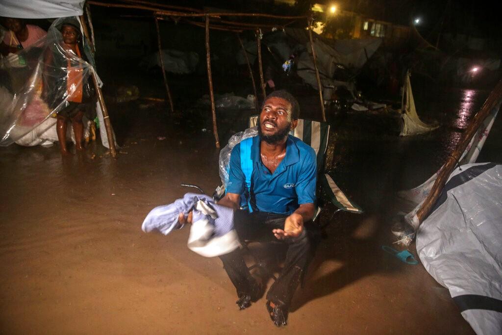 海地地震死亡人数上升至1941 政府救援不力灾民失去耐心_图1-1