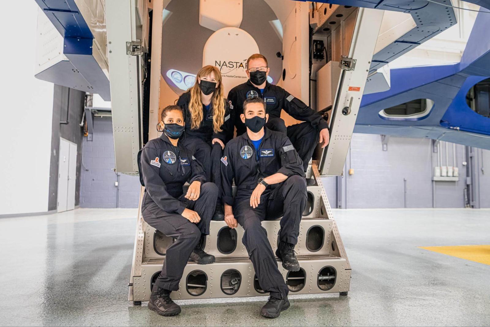 重大飞跃 SpaceX下周将送首个全平民机组入太空轨道_图1-1