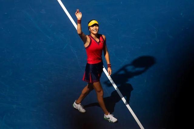 18岁华裔小将10连胜拿下美网女单冠军_图1-5