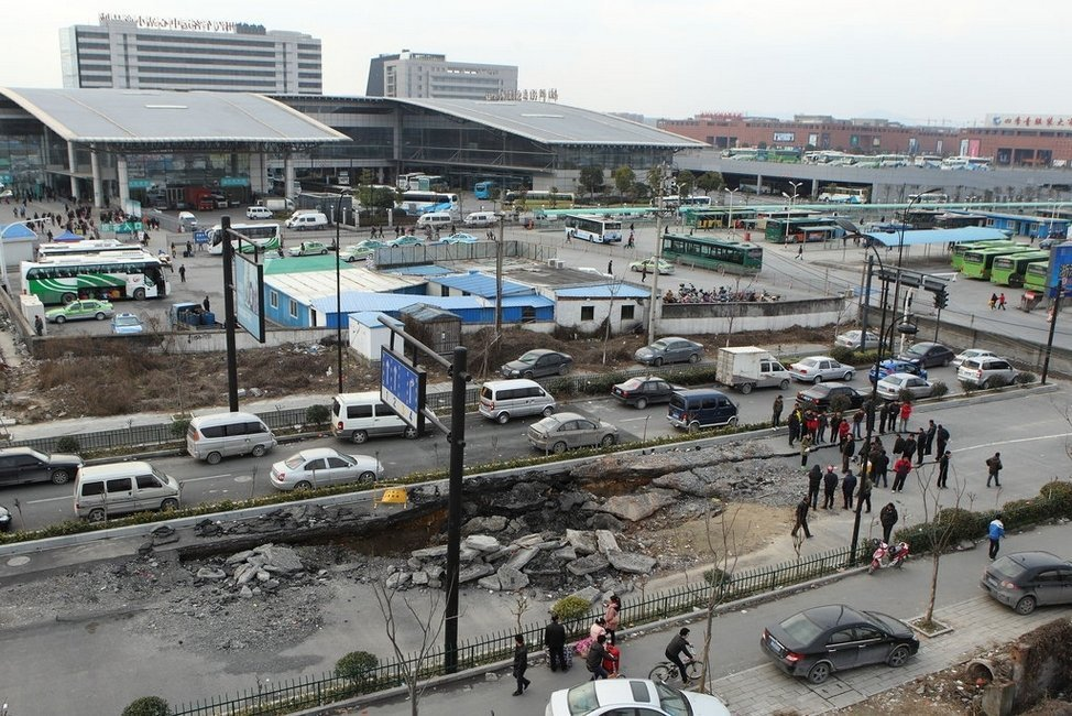 北京上海等多地出现地面塌陷(组图)_第一金融