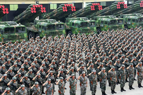 火力-2014A首场演习誓师大会在南京军区陆军第1集团军远火旅举行(资料图)   俄罗斯Russian Council网站10月16日发表俄罗斯科学院远东研究所研究员瓦西里卡辛的文章称,在很长一段时间里,中国的经济繁荣令其军事崛起黯然失色。但近来年中国军事装备及组织在质量上已经达到了一个新水平,解放军已经成长为一支完全现代化的军事力量,有能力打一场技术先进战争,并向远离中国边境的地方投射力量。   自本世纪第一个十年中期以来,中国武装部队一直处于根本性的变革当中,可能这种变革是中国整个历史上